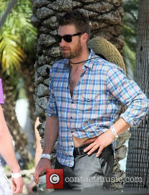 Scott Speedman protects himself from the sun with a straw hat while at Coachella Music Festival 2009 - Day 1...