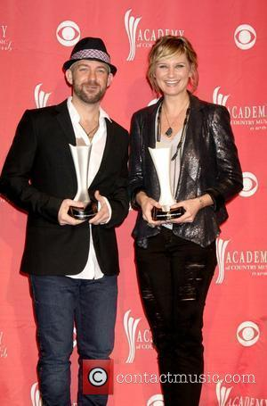 Sugarland Leads Cmt Nominations