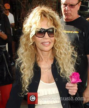 Dyan Cannon leaving the Ivy restaurant after having lunch. Los Angeles, California - 13.10.08