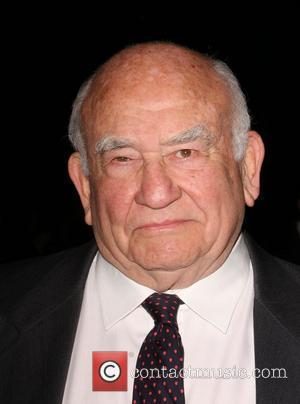 Edward Asner AFI Film Festival 2008 ' Premiere of 'Defiance' - held at the Arclight Theatre Hollywood, California - 09.11.08