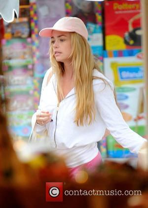 Denise Richards has lunch with her daughters in Brentwood's countrymart Los Angeles, California - 03.10.08