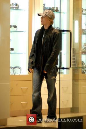 Derek Hough Christmas Shopping at The Grove Los Angeles, California - 11.12.08