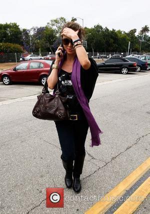 Eliza Dushku visits her hairdresser in Beverly Hills Beverly Hills, California - 28.05.09