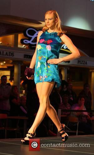 Contestant and Heidi Klum