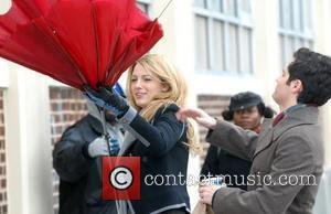 Blake Lively and Penn Badgley Have Trouble With Their Umbrella