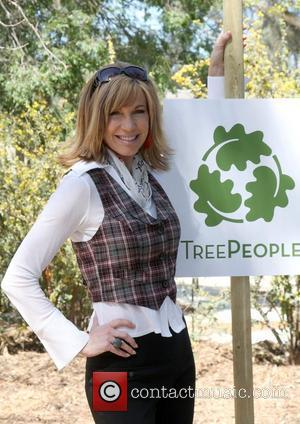 Leeza Gibbons The Green Hollywood Tree Planting at TreePeople's Headquarters in Coldwater Canyon Park Los Angeles, California - 16.04.09