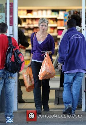 Holly Willoughby runs some errands on a rare day off for the TV star  London, England - 01.10.08