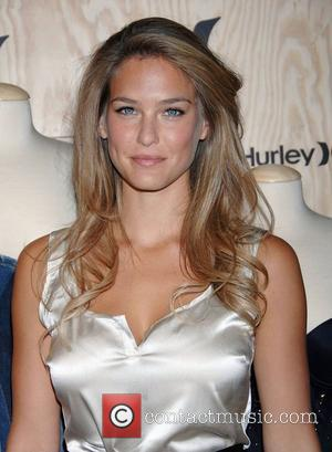 Bar Refaeli The 2nd Annual Hurley Art Chest held at Apple - Arrivals West Hollywood, California - 14.10.08