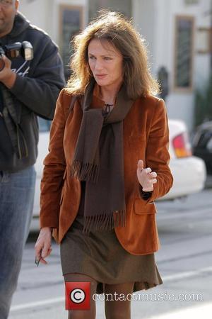 Jacqueline Bisset having a cigarette break whilst having lunch at Melrose Bar & Grill Restaurant in West Hollywood