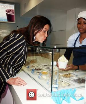 Janice Dickinson goes to Yogen Fruz in Beverly Hills with friends Los Angeles, California - 02.04.09