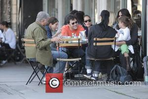 Jimmy Kimmel and Sara Silverman have lunch with friends at Joan's Los Angeles, California - 25.01.09