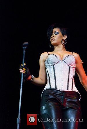 Rihanna Agrees To Cover Up For Malaysia Show