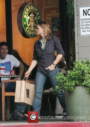 Jodie Foster grabs a drink at Starbucks before grocery shopping in Bel Air Los Angeles, California - 06.12.08