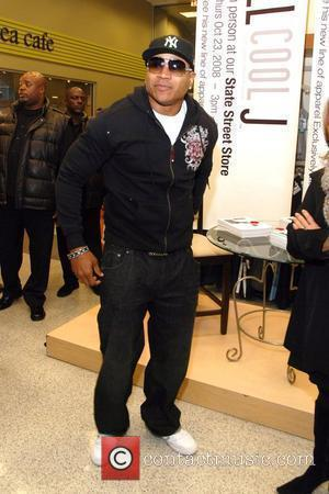 LL Cool J promoting his new clothing line 'LL Cool J Collection' at Sears on State Street Chicago, Illinois -...