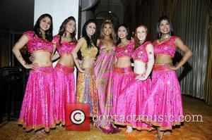 Toni Braxton and Bollywood Step Dancers