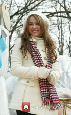 Cyrus Thrills New Yorkers At Thanksgiving Day Parade