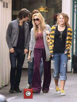 Justin Gaston, Tish Cyrus and Miley Cyrus have lunch at Paty's restaurant in Toluca Lake. Los Angeles, California, USA -...