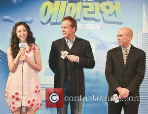 Han Ye-seul, Aliens and Kiefer Sutherland