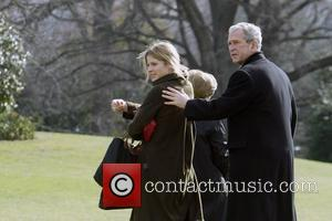 Jenna Hager (Jenna Bush), Laura Bush and US President George W Bush at the South Lawn at The White House...