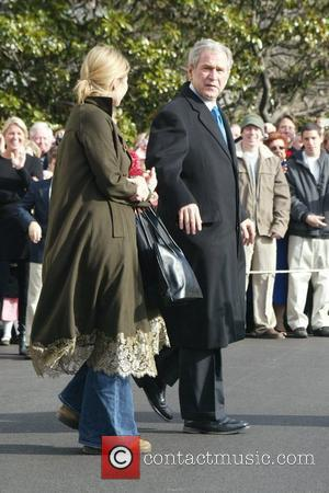 Jenna Hager (Jenna Bush) and US President George W Bush at the South Lawn at The White House leaving for...