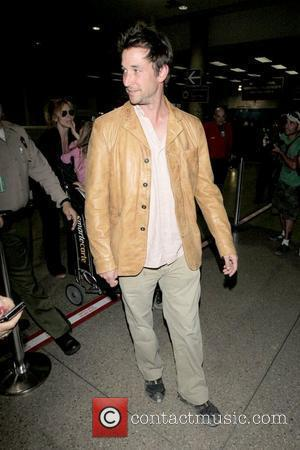 Noah Wyle Noah Wyle and family arriving at LAX  Los Angeles, California - 29.04.09