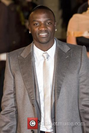 Akon Mobbed In London