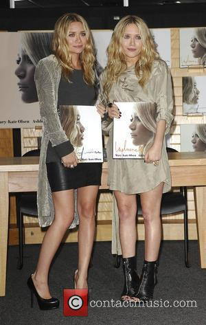 Mary-Kate Olsen and Ashley Olsen sign copies of their new book 'Influence' at Borders Los Angeles, California - 12.11.08