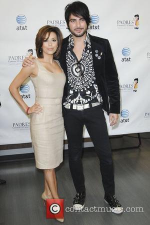 Eva Longoria Parker and Beto Cuevas Eva Longoria Parker accepts donation from AT&T benefiting PADRES Contra El Cancer Los Angeles,...