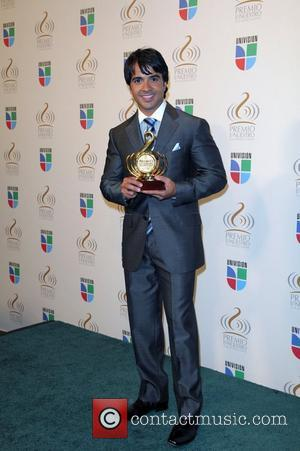 Luis Fonsi  Univision's 'Premio Lo Nuestro A La Musica Latina' awards - Press Room Miami, Florida - 26.03.09