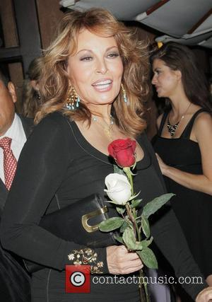 Raquel Welch at Colette Jewelry Show - YouTube