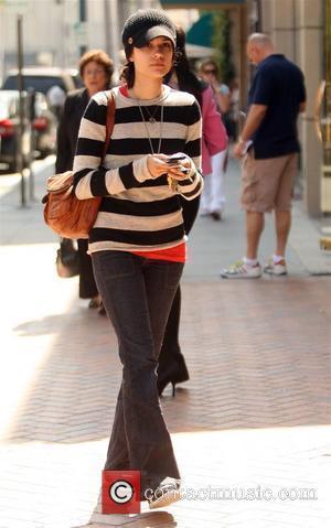 Shannyn Sossamon leaving a medical center in Beverly Hills Beverly Hills, California - 17.03.09