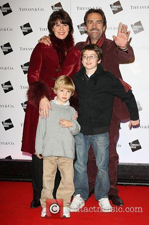 Robert Lindsay With His Family