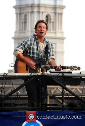 Springsteen + Joel Thrill Fans At Obama Rally