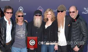 Kevin Bacon, Billy Gibbons, Dusty Hill, Frank Beard and Kyra Sedgwick
