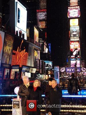 Bill Clinton, Hilary Clinton and Mayor Michael Bloomberg The Times Square New Year's Eve Ball New York City, USA -...
