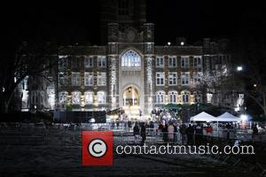 * U2 ROCK THE CAMPUS U2 closed down a New York university on Friday (06Mar09) morning to play a live...