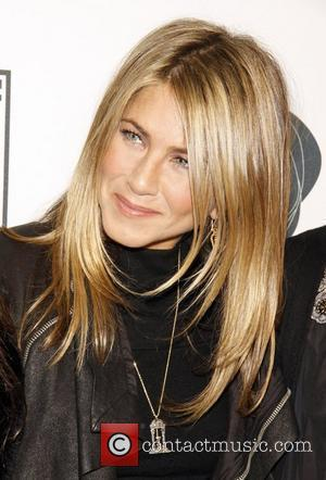 Aniston Denies Restaurateur Reports