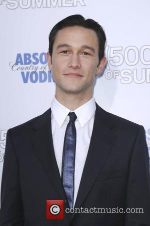 Gordon-levitt Smitten With Co-star Deschanel's Music