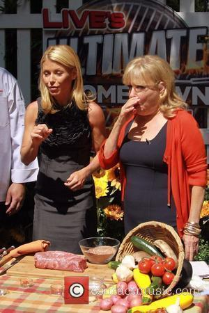 Kelly Ripa and Bette Midler co-host 'The Ultimate Hometown Grill Off' cookery section for 'LIVE! with Regis and Kelly' New...
