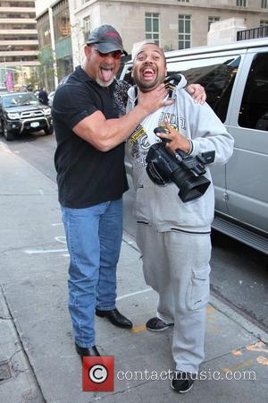 Bill Goldberg strangles a paparazzi outside his hotel New York City, USA - 20.10.09