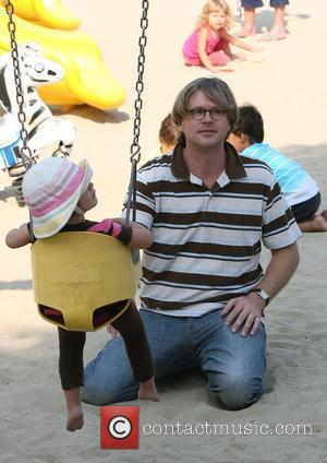 Cary Elwes with daughter Dominique at a playground in Malibu. Los Angeles, California - 13.08.09