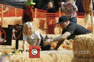 Fred Durst and his son visit Mr. Bones Pumpkin Patch in West Hollywood Los Angeles, California - 10.10.09