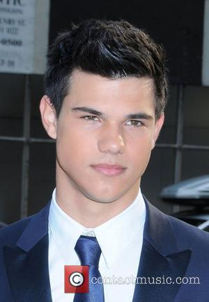 Taylor Lautner 2009 CFDA Fashion Awards at Alice Tully Hall, Lincoln Center - Outside Arrivals New York City, USA -...