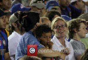 Elisabeth Shue Chelsea v Inter Milan at the Rose Bowl Pasadena, California - 21.07.09