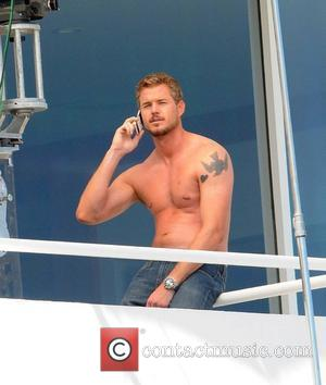 Eric Dane films scenes for his new movie 'Valentine's Day' at a beach house in Malibu Los Angeles, California -...