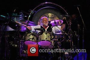 Mick Fleetwood Diagnosed With Swine Flu