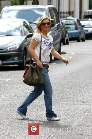 Geri Halliwell hits the sales while shopping with friends before visiting a waxing clinic London, England - 03.08.09
