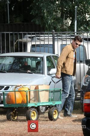 David Boreanaz goes to buy a pumpkin for Halloween with his partner Jaime Bergman and son Los Angeles, California -...