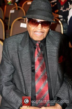 http://www.contactmusic.com/pics/mc/halloween_thrilla_fight_011109/joe_jackson_2637322.jpg