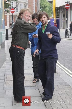 Jay Kay smoking a cigarette as he leaves Nobu restaurant London, England - 29.07.09